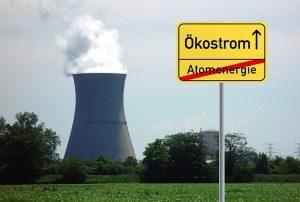 Central nuclears amb una lleyenda contraposada que demanda el tancament de les centrals
